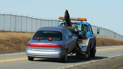 WA triple zero call-taker charged over 'tipping tow truck industry off to crash scenes'