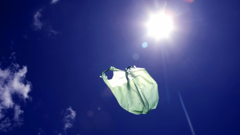 Plastic bag ban looms as Victoria acts to match big stores, other states