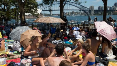 According to hourly predictions, temperatures will be sitting in the mid to high 20s as thousands gather around the Sydney Harbour for the city's renowned fireworks.