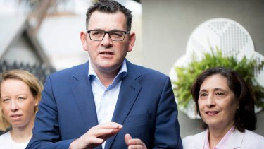 Premier Daniel Andrews and Minister for Energy, Environment and Climate Change Lily D'Ambrosio announce the website Energy Compare in October.