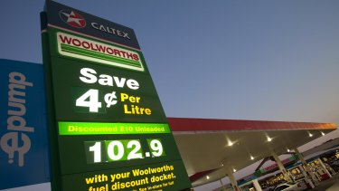 Woolworths and Caltex have struck a new 15-year fuel supply agreement.