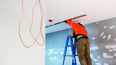 A state government inquiry has recommended tighter regulation of electrical work.