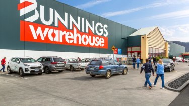 Bunnings is trialling a 'click and collect' system in Tasmania.