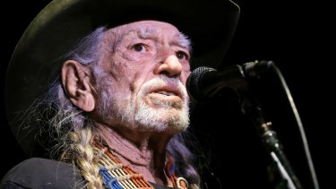 Willie Nelson will perform his first concert for a political candidate.