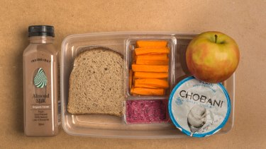Lunches should be provided by Australian schools, argues Finnish education policy expert Pasi Sahlberg.