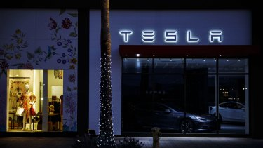 Tesla needs to design cars that are more appealing to female buyers, say analysts.