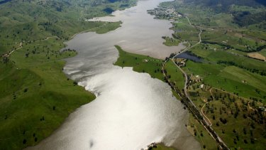 An aerial view of the Hume Weir on the Murray River in 2010 after the millennium drought broke.
