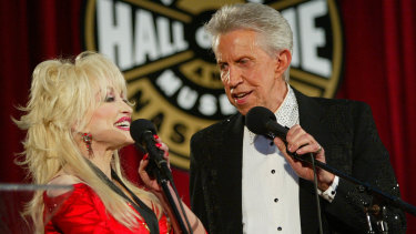 Parton with Porter Wagoner during his induction to the Country Music Hall of Fame in Nashville in 2003.