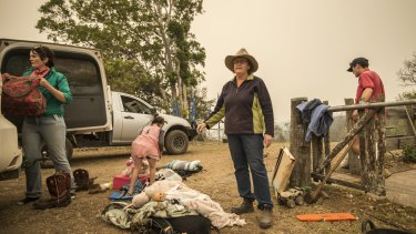 Dungay cattle farmers pack their vehicle ahead of worsening bushfire conditions tomorrow.