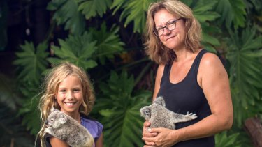 Izzy's Koala World follows 11-year-old Izzy Bee and her veterinarian mother as they rescue koalas and form friendships with animals on Magnetic Island.