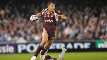 Israel Folau makes a break for Queensland in the 2009 State of Origin.