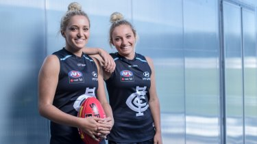 Jess and Sarah Hosking, pictured together in Carlton colours in 2018, have reunited at Richmond.