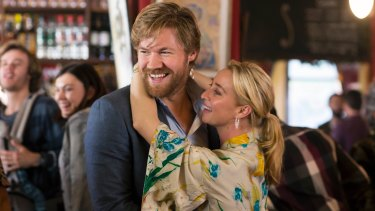 Playing the part ... Asher Keddie as the fashionable yet eclectic Nina Proudman in Offspring.