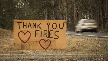A sign thanking the fire fighters at Yarravel.