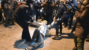 Police officers detain a man at Moscow's Vnukovo airport before Russian opposition leader Alexei Navalny arrived back in the country.