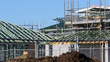 New home builders will be handed an extra $20,000 by the state government as part of a coronavirus stimulus package.