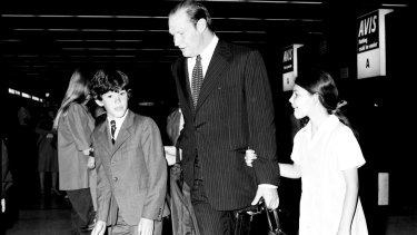 Kerry Packer with his children James and Gretel.