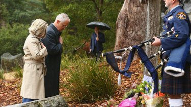 Malcolm Turnbull and his wife Lucy Turnbull lay a wreath during the 20th anniversary commemoration service of the Port Arthur massacre.