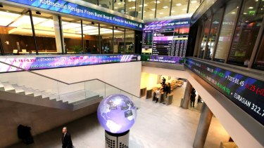Traders on the London Stock Exchange are calling for shorter hours.