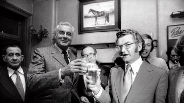 Gough Whitlam and Bob Hawke having a beer in the Trades Hall Hotel on Sussexx Street on 17 April 1974.