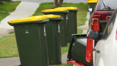 A report suggests residents in apartment blocks in south-west Sydney are hampered in disposing of their rubbish by inadequate waste storage facilities.