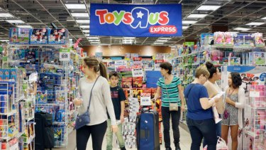 Tthe remnant of the defunct toy chain is set to return this holiday season by opening about a half dozen US stores and an e-commerce site.
