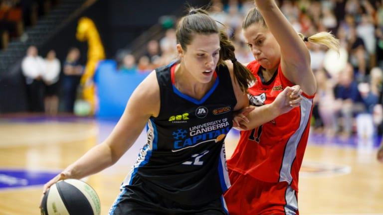 Capitals' forward Lauren Scherf and Lynx forward Olivia Thompson. Photo: Sitthixay Ditthavong