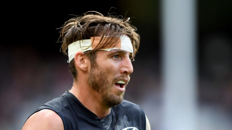 Dale Thomas has re-signed with Carlton.