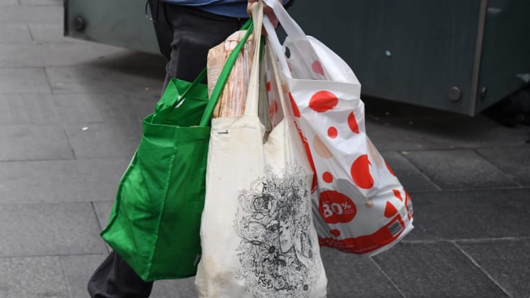Shoppers love free bags
