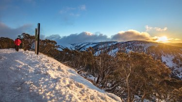 Snow is predicted to fall on Thursday and Friday in alpine areas after a warm start to the week.