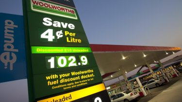 Woolworths has sold its service stations for $1.7 billion .
