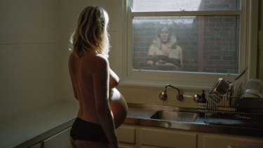 Greta in her kitchen, 36 weeks, Alana Holmberg, National Photographic Portrait Prize.