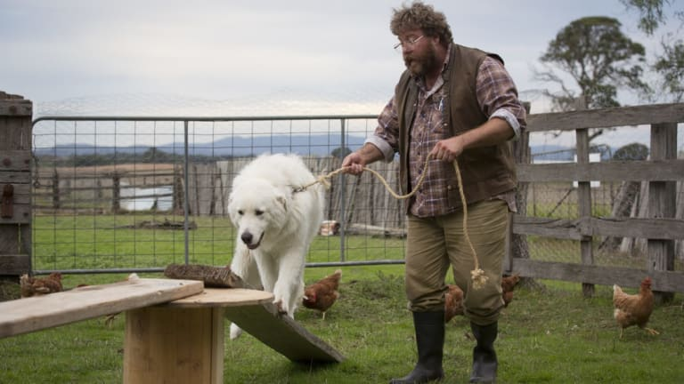 Oddball shows Swampy Marsh (Shane Jacobson) how things are done in the film Oddball.