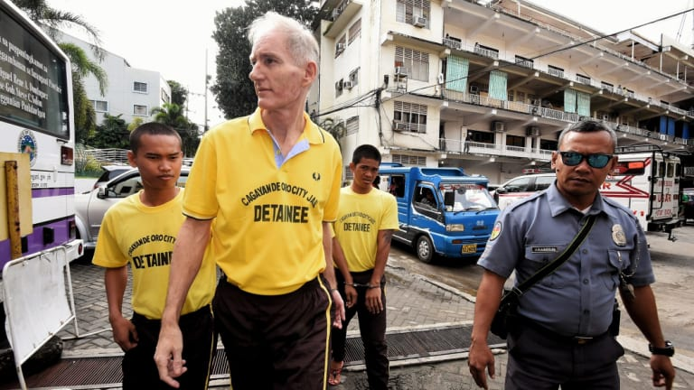 Peter Scully (second from left) arrives at the Cagayan De Oro court in September.