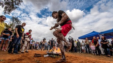 Mutthi Mutthi Elder Dave Edwards in a ceremony for Mungo Man at Balranald.
