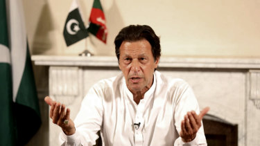 Incoming Pakistan president Imran Khan has called for better ties with neighbouring India.