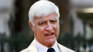 Queensland independent Bob Katter is plotting to run CFMEU candidates against Labor in key mining seats.