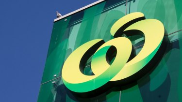 A Woolworths plan to restructure is management faces a challenge in the Fair Work Commission.
