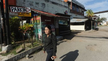 Thiolina Marpaung walks through the Sari Club site, now a makeshift carpark.