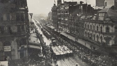 The Anzac Day procession marches down Swanston Street in 1918.