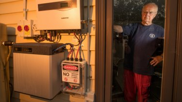 If Australian households' batteries combine they could challenge the generation supremacy of the Big 3 energy companies, AGL, Origin and EnergyAustralia.