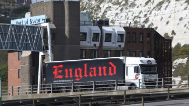 Port officials in Britain warn that increasing the average time it takes trucks to clear customs by as little as two minutes could lead to 27-kilometre traffic jams.