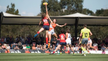 Hoare represents Melbourne in last year's AFLW season.