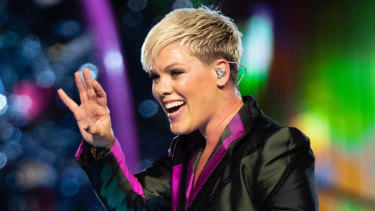 Pink has postponed her first Sydney show of 2018.