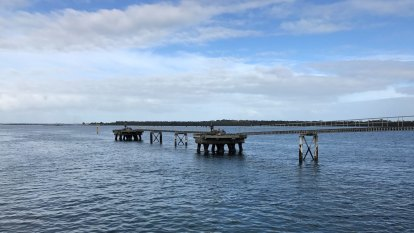 Pressure heats up against AGL's floating gas terminal bid