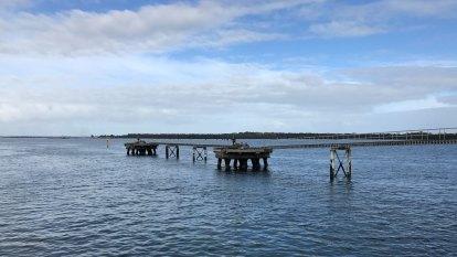 Pressure heats up against AGL's floating gas terminal bid