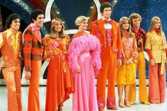 Christopher Knight (far left) in The Brady Bunch Variety Hour. (Note: Fake Jan, played by Geri Reischl, far right.)