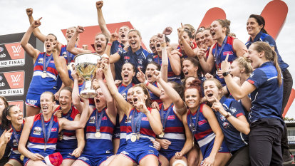 'Deserves clean air': AFLW grand final given centre stage in footy fixture