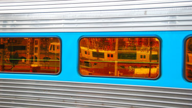 The discovery of cracks has forced the cancellation of XPT services between Sydney and Grafton.