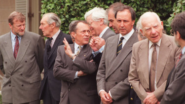 PM Paul Keating and overseas commissioners attending Canberra Commission on the Elimination of Nuclear Weapons on January 22, 1996.